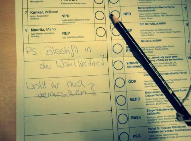 Die Verwendung von Bleistiften bei der Wahl wirkt zwar befremdlich, ist jedoch ausdrücklich erlaubt. (Foto: Facebook)
