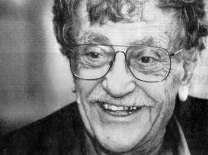 Kurt Vonnegut befand sich in Dresden als die Stadt 1945 zerstört wurde. Er schrieb auf Grund dieses Erlebnisses 1969 seine international berühmt gewordene Anti-Kriegserzählung!  Kurt Vonnegut in einem Independent-Interview: