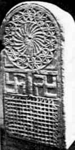 """Abbildung: """"Westgotischer Grabstein aus dem 7. Jahrhundert."""" (Das Grosse Lexikon des 3. Reiches, Südwest Verlag, München 1985, S. 540."""
