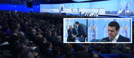 """Alexis Tsipras in St. Petersburg auf dem internationalen Wirtschaftsforum am 19. Juni 2015. Während Merkel versucht, für die jüdischen Finanzzentren neue Sanktionen gegen Russland durchzusetzen, sucht der Ministerpräsident eines EU-Landes bei seinem Kollegen Putin Zuflucht, um die EU zu Fall zu bringen. Tsipras sagte in seiner Rede: """"Wir sind jetzt mitten in einem Wirbelsturm. Aber wir sind ein Seefahrervolk und haben keine Angst, aufs offene Meer zu fahren und werden ganz bestimmt einen neuen, sichereren Hafen finden. … Der Teufelskreis der Sanktionen gegen Russland muss durchbrochen werden. … Ich bin hier auf dem Wirtschaftsforum, um neue Partner zu finden."""""""
