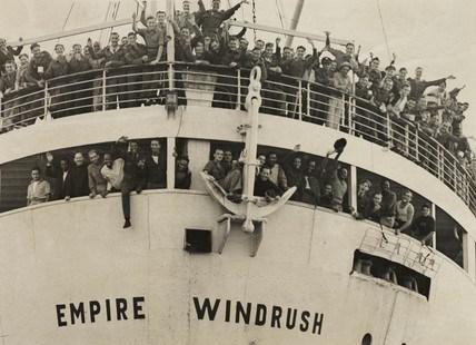 """Die """"Empire Windrush"""" 1948 bei ihrem Eintreffen aus Jamaica in den Londoner Tilbury Docks."""