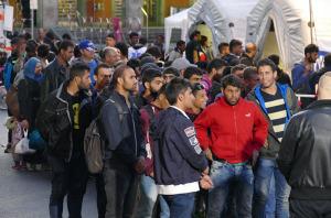 Migranten werden am Münchner Hauptbahnhof empfangen und versorgt (Bild: Beshad Miller)