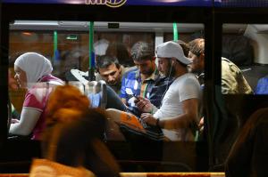 Migranten im Bus (Bild: Beshad Miller)
