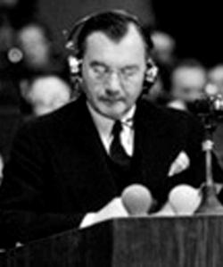 Selbst der Hauptankläger des verbreche-rischen Militärtribunals gegen die besiegten Deutschen, Robert H. Jackson, wünschte sich, dass das NSDAP-Parteiprogramm hinsichtlich der Kriegsauffassung Weltgeltung erlangen sollte.