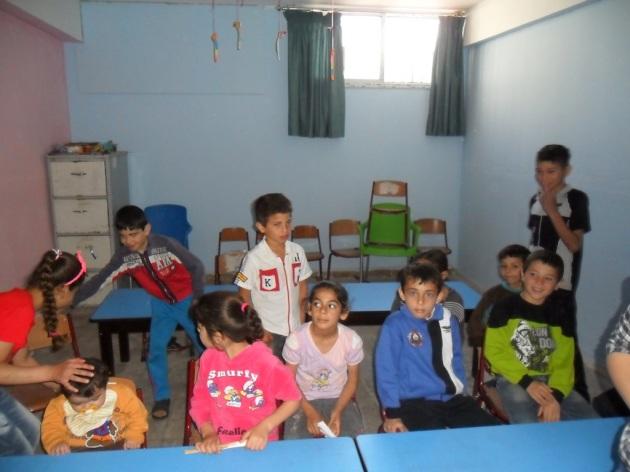 Flüchtlingskinder in ihrer Unterrichtsklasse