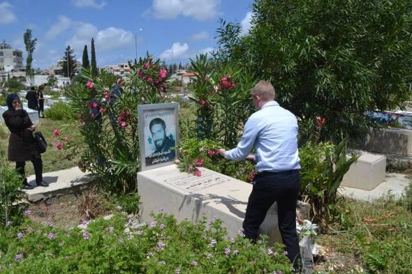 Auch ich lege Grabgaben bei den syrischen Märtyrern nieder