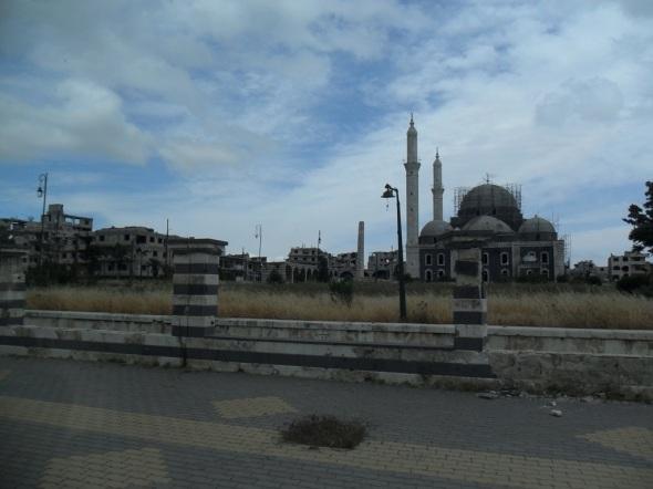 Die stark umkämpfte und zerstörte Chalid-ibn-al-Walid-Moschee