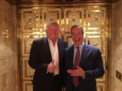 Schon am 12. November 2016 besuchte Nigel Farage seinen Freund Donald Trump in New York im Trump Tower (Bild: die beiden in Trumps goldenem Aufzug). Die zwei Antiglobalisten stimmten sich darüber ab, wie der EU der Todesstoß zu versetzen sei.