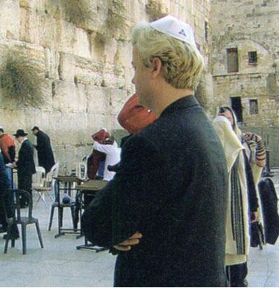 Zionist Geert Wilders vor der Klagemauer mit Judenkäppi